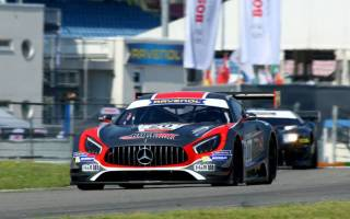 Mario Hirsch (Mercedes AMG GT3) kämpft sich auf Platz zwei